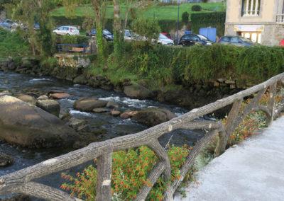 Steingeländer der Brücke über Ponthaven